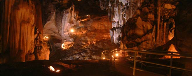 This is largest limestone caves in Peninsular Malaysia. The cave  made up of five huge domes, the well-lit interior boasts elegant formations of stalactites and staglagmites.
